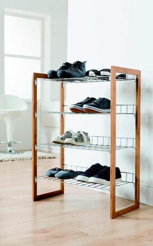 Čtyřpatrový botník v minimalistickém designu