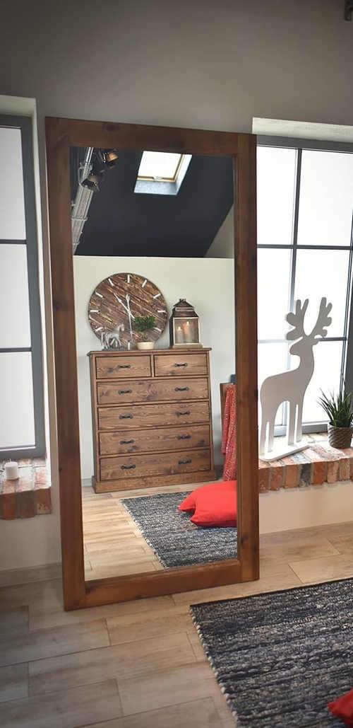 zrcadlo do předsíně v dřevěném rámu