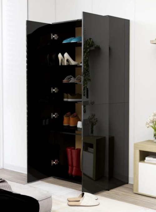 Velká černá skříň na boty