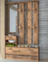 Předsíňová stěna ve vintage optice dřeva